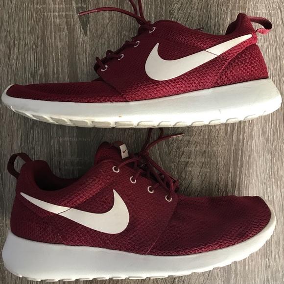 quality design 6074b 2fa6b Nike Roshe Run Burgundy Sneakers. M 5b207cd94ab633a0f10aa404